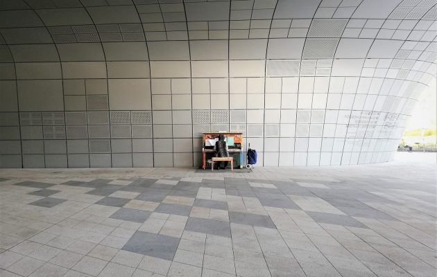 Playing a Street Piano in Dongdaemun Design Plaza